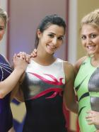 Make It or Break It - (4. Staffel) - Haben neben dem harten Training mit ganz normalen Teenagerproblemen zu kämpfen: Payson Keeler (Ayla Kell, l.), Kaylie Cruz (Josie Loren, M.) und Lauren Tanner (Cassie Scerbo, r.)