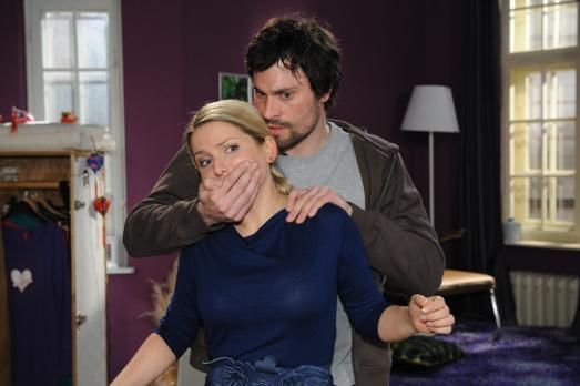 Anna und die Liebe - Anna (Jeanette Biedermann, l.) glaubt, Steve (Peter Wind...
