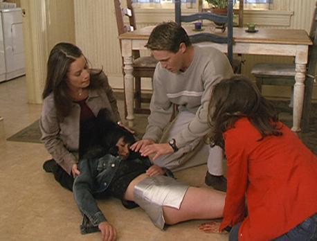 Charmed - Zauberhafte Hexen - Piper (Holly Marie Combs, l.), Leo (Brian Kra
