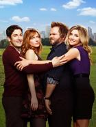 Mad Love - (1. Staffel) - Kämpfen in New York mit dem Job und der Liebe: (v.l.n.r.) Ben Parr (Jason Biggs), Connie Grabowski (Judy Greer), Larry Munsch (Tyler Labine) und Kate Swanson (Sarah Chalke) ... © CPT Holdings, Inc. All Rights Reserved.