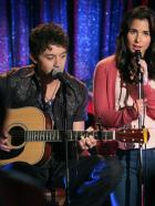 Make It or Break It - Kaylie (Josie Loren, r.) lässt sich von Damon (Johnny Pacar, l.) überreden, mit ihm zusammen aufzutreten ... © 2010 Disney Enterprises, Inc. All rights reserved.
