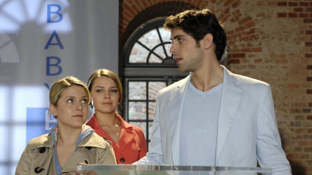 Anna (Jeanette Biedermann, l.) und Jonas (Roy Peter Link, r.) unterbrechen Ka...