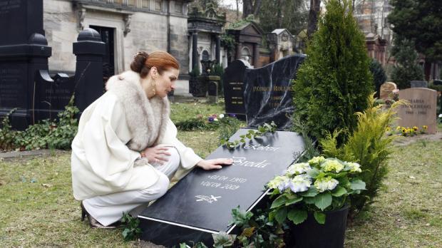 Natascha (Franziska Matthus) ist mit den Nerven am Ende, sie betet für Jonas...