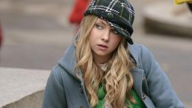 Gossip Girl - Ein unglaublicher Zufall: Jenny (Taylor Momsen) kann zunchst nicht fassen, was sie sieht ...  Warner Brothers