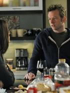 Good Wife - Alicia (Julianna Margulies, l.) erhält Unterstützung von ihrem Bruder Owen Cavanaugh (Dallas Roberts, r.) ... © CBS Broadcasting Inc. All Rights Reserved