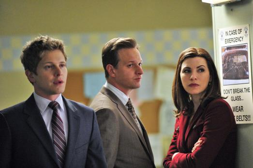 Good Wife - Cary (Matt Czuchry, l.) arbeitet mal wieder mit hinterlistigen Mitteln. Alicia (Julianna Margulies, r.) und Will (Josh Charles, M.) mssen sich eine neue Strategie fr den aktuellen Fall berlegen.  2010 CBS Broadcasting Inc. All Rights Reserved.