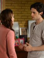 Gossip Girl - Blair (Leighton Meester, l.) versucht, Schadensbegrenzung zu betreiben, denn GossipGirl hat Zugang zu ihren Tagebchern erhalten und will nun verffentlichen, wen Blair wirklich liebt - Dan oder Chuck. Ob Dan (Penn Badgley, r.) die Wahrheit kennt?  Warner Bros. Television