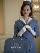 PAN AM - Nur ausnahmsweise steigt die rebellische Maggie Ryan (Christina Ricci) mit der ordnungsgemäßen Uniform an Bord ... © 2011 Sony Pictures Television Inc.  All Rights Reserved.